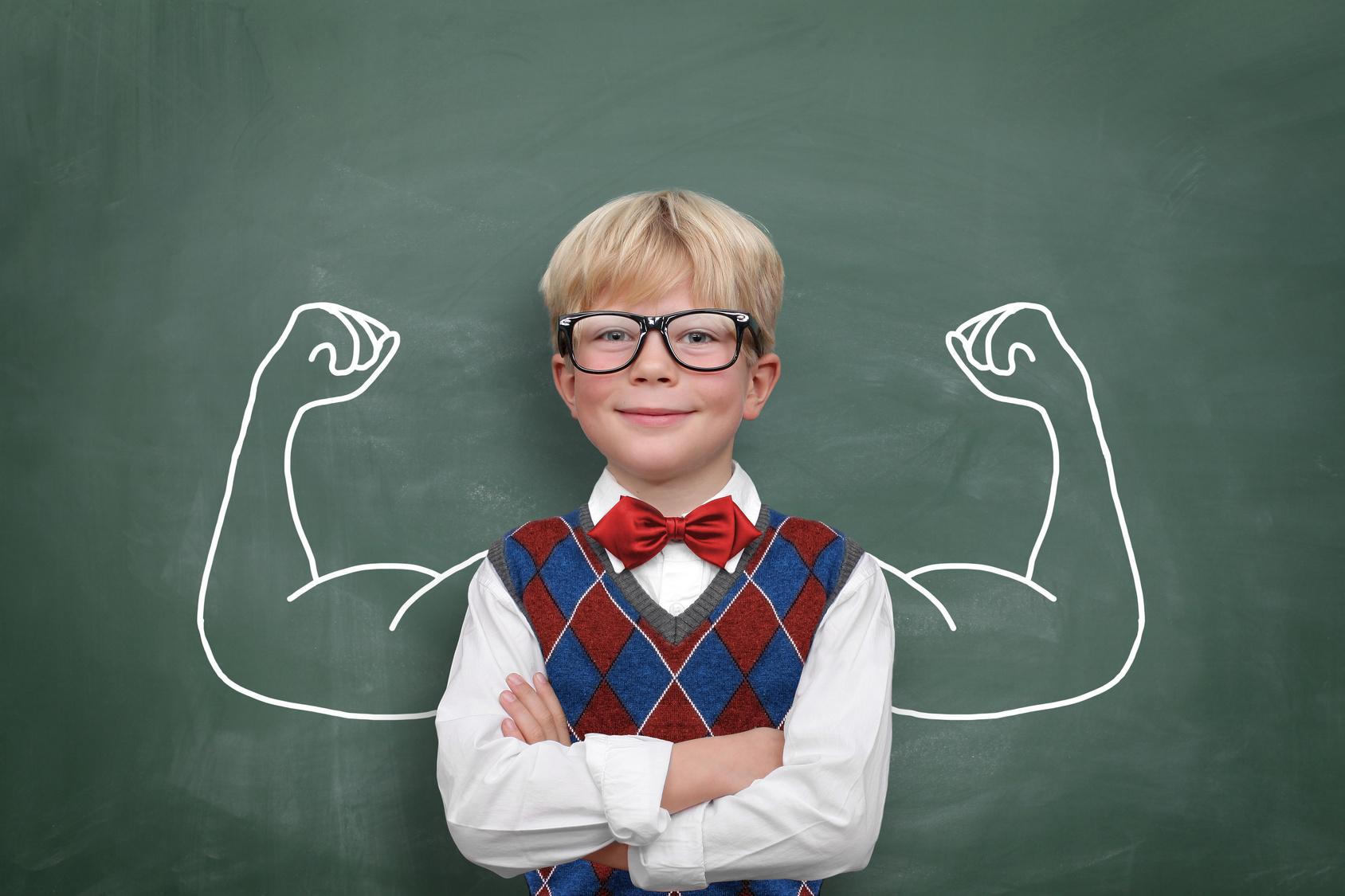 Kind mit Muskeln